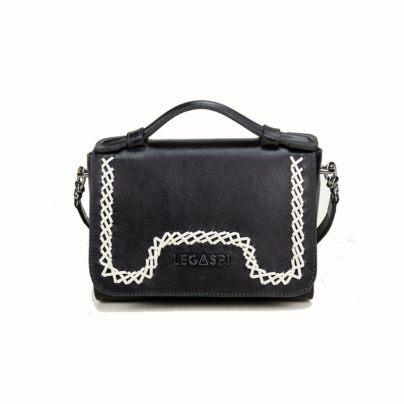 minibag-de-couro-estruturada-legaspi-detalhe-em-trabalho-artesanal
