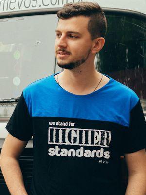 Manga Curta Reta - We Stand for Higher Standards
